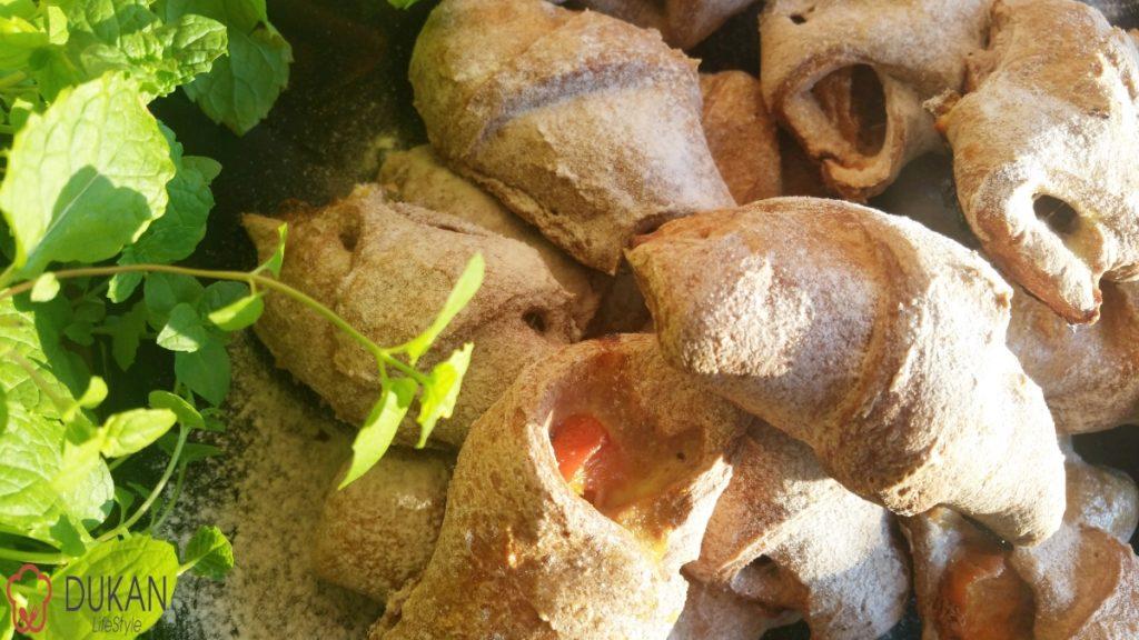 CORNULETE umplute cu FRUCTE (Fara faina alba/ Sugar free/ Low carb/ Low fat/ Gluten free)